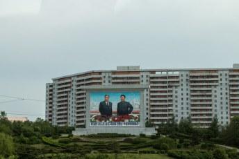 Ik hoop voor de bewoners van die flat dat er op de achterkant een lekker wijf staat, maar dat zal wel niet.