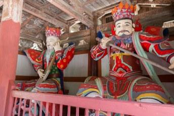 Vlakbij is een Boeddhistische tempel, waar we ook even een kijkje gingen nemen.