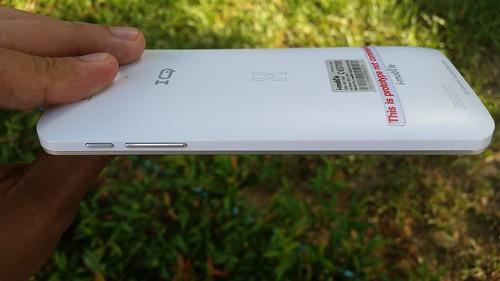 i-mobile IQX Octo ด้านขวา