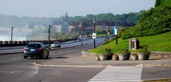 Paseo junto al agua en Niagara Falls