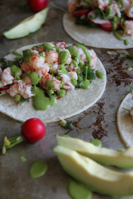tacos di aragosta con salsa al coriandolo e cipolle verdi
