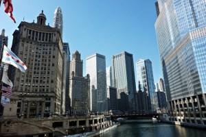 Vue sur la rivière Chicago depuis le Michigan Avenue Bridge
