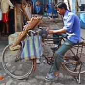 India - Maharashtra - Mumbai - Streetlife - Knife-Sharpener.