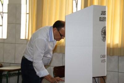 Dr. Batista vota