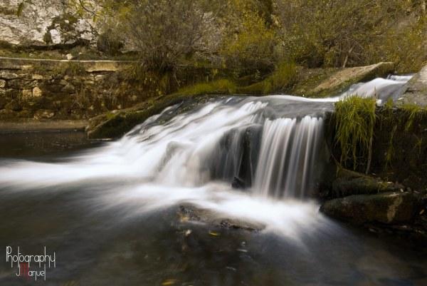 Salto de agua en el Río Dueñas