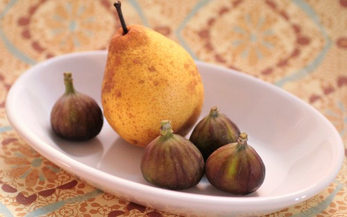 Figs and pears together