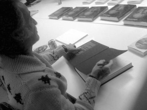 Alberto Garcia Alix firmando libros @ Libreria La Fábrica