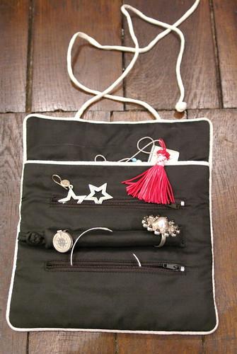 TEMOA - Bijoux Ombre Claire et pochette à bijoux 100% soie, La Vie Devant Soie