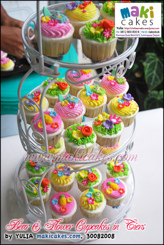 Bear & Flower Cupcakes in Tiers__ - Maki Cakes
