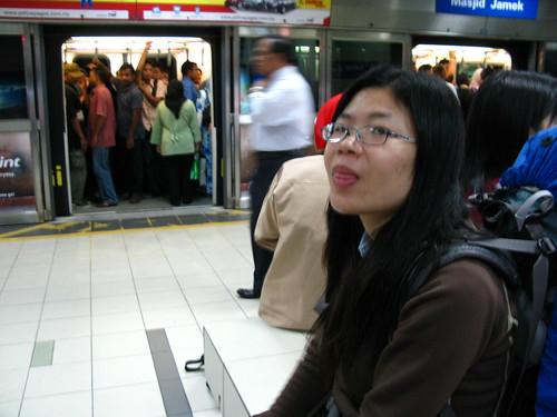 背著大行李在捷運轉來轉去的笨蛋