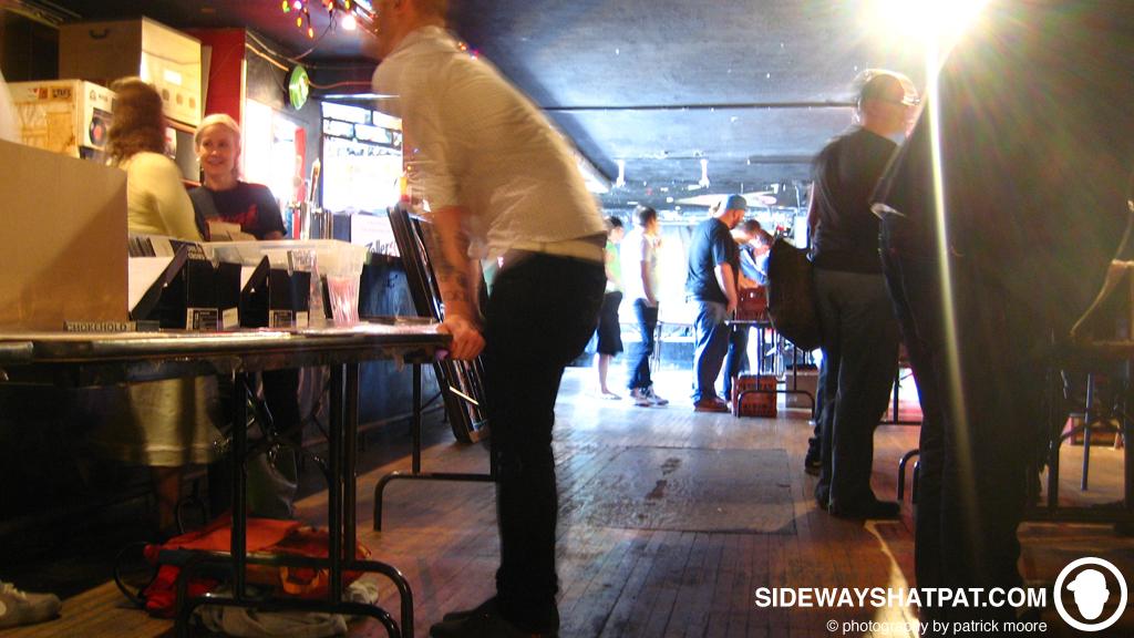 record_swap_crowd