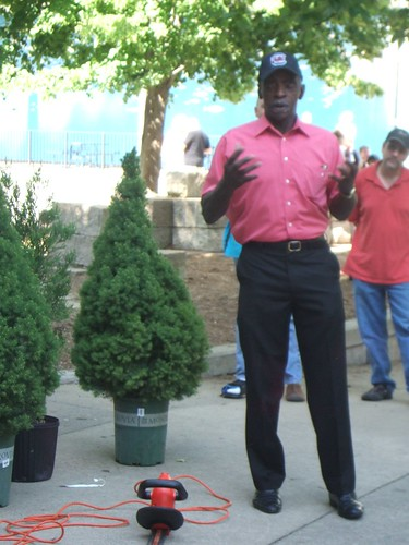 Pearl Fryar Topiary Demonstration 26