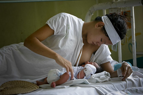 Philippinen  菲律宾  菲律賓  필리핀(공화�) Pinoy Filipino Pilipino Buhay  people pictures photos life Philippines, woman, child, mother breast baby new born hospital maternity feeding