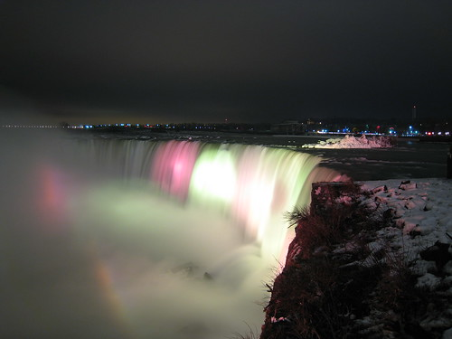 Horseshoe Falls, Niagara Falls, by night, in winter