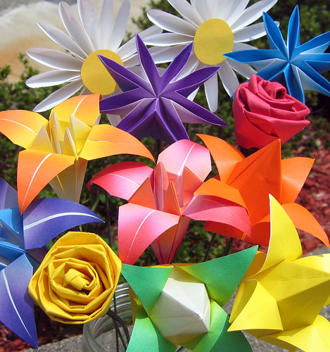 Origami bouquet by amandakay82.