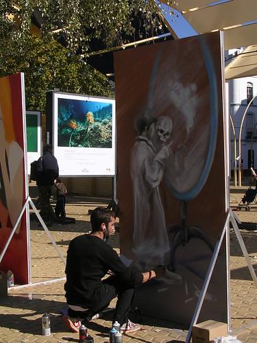 Reflejo de la muerte ante un niño fumando. Grafiti 37.