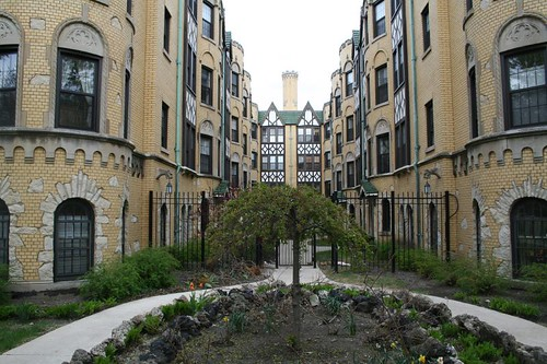 Apartment Building Courtyard the courtyard apartment | a chicago sojourn