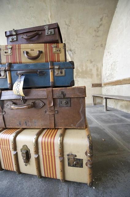 Parmiter Antiques Southsea Luggage - foto: geishaboy500, flickr