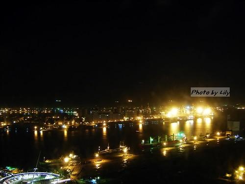高雄港夜景之一。