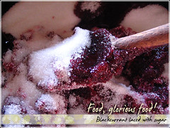 Blackcurrants with sugar