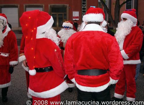 Nikolause mit Harleys an der Futterkrippe