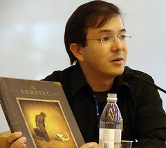 Shaun Tan giving a speech