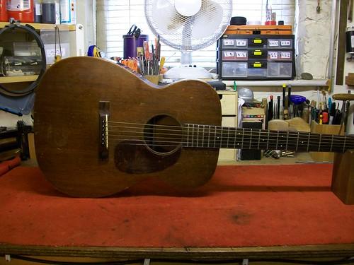 Vintage Martin Acoustic Guitar Restoration : Martin 00-17 (1/6)