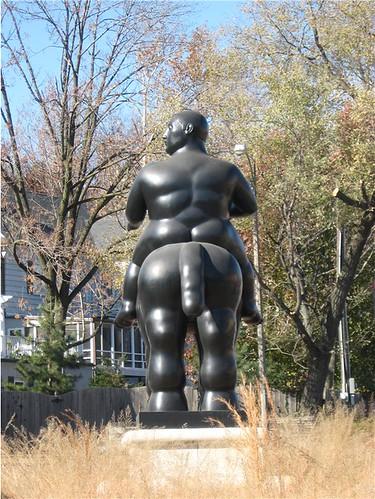 statue back