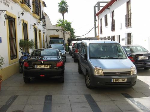 La plaza Canónigo Torres Molina, privatizado el espacio público.