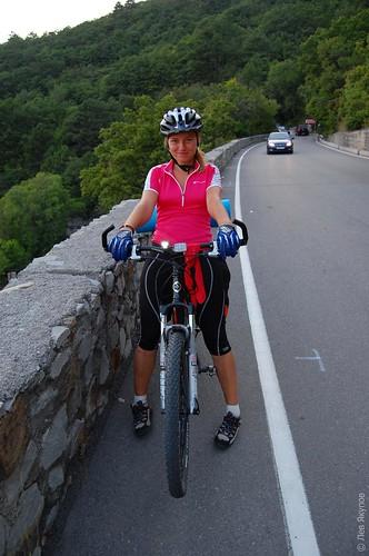 Ира на спуске с байдарского перевала