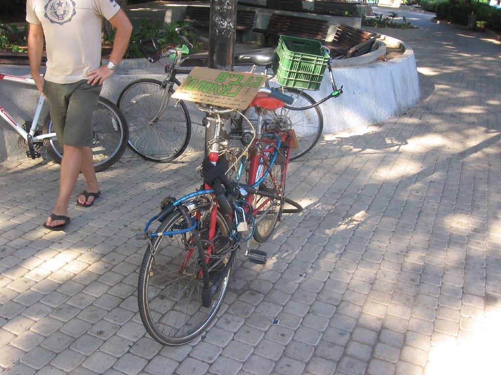 מיצג האופניים הנעולות