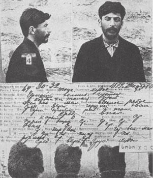 Ficha do jovem Stálin na Okhrana, datada de 1908, quatro anos após o grande roubo