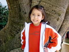 Aluna com uniforme da Casinha