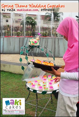 Spring Wedding Cupcakes _ setting - Maki Cakes
