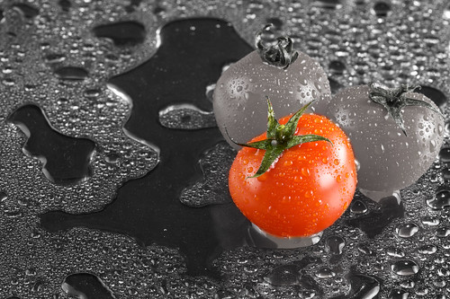 A last but not least shot which was edited to desaturate all, except for 1 Tomato which creates quite a dramatic effect!