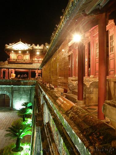 Đêm Hoàng Cung