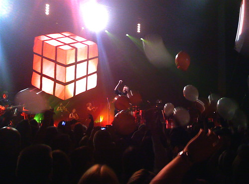 Elbow and balloons @ the Apollo, Manchester