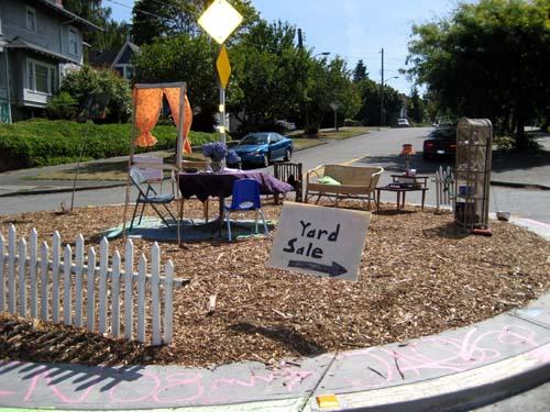Yard sale on traffic circle