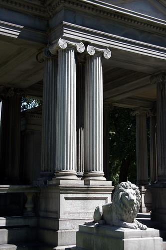 Wedding mausoleum (2)