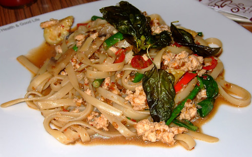 Fettucini with Minced Chicken and Hot Basil