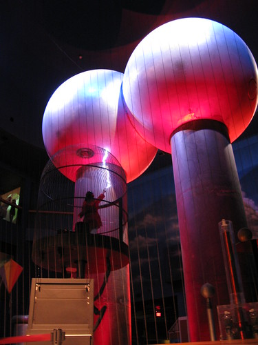 Van de Graaff Generator - Boston Museum of Science