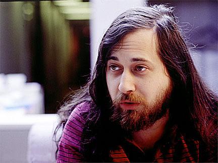 Padre del Software Libre, inició el movimiento con el Manifiesto GNU en 1983, y la FSF en 1985.