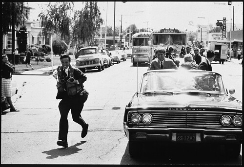 Bill Eppridge runs alongside a car carrying Robert Kennedy. © Burton Berinksy.