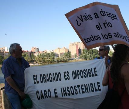 concentración contra el dragado Zaragoza 03/07/08