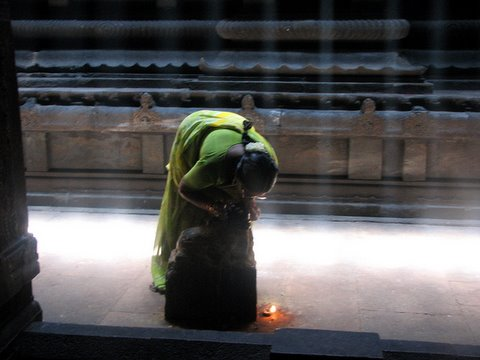whispered wishes...madurai meenakshi temple 260308