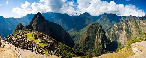 Links Wayna Picchu, rechts der Berg Putukusi (auf dieser Bergspitze waren wir)