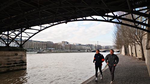 Corriendo bajo el Pont des Arts