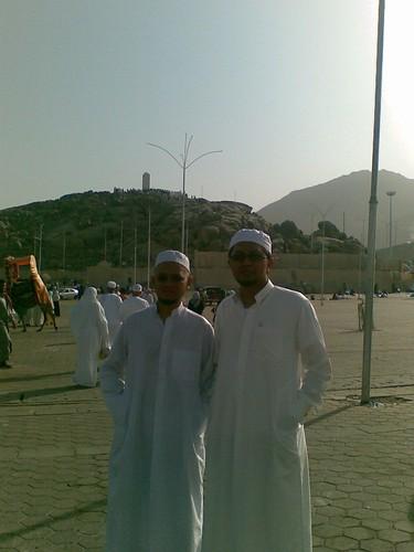 Bersama Tn Haji Zaim di Jabal Rahmah, Arafah.