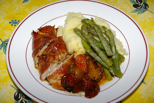 Chicken wrapped in ham with tomatoes, asparagus and mashed potatoes by La belle dame sans souci