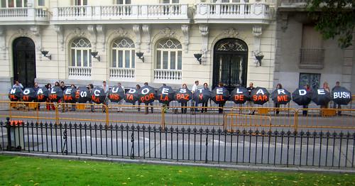"""Protesta frente al Congreso de los Diputados contra el """"escudo estelar de Bush"""""""